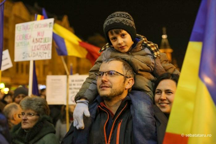 Mii de persoane protesteaza in Timisoara dupa ce Executivul a adoptat proiectul de lege privind gratierea si ordonanta privind modificarea Codurilor Penale, vineri 3 februarie 2017. Sebastian Tătaru