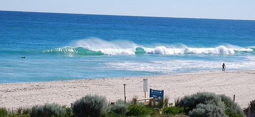 perth beach with big waves