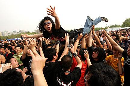 crowd-surfer