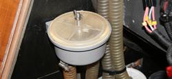 Der Die Lebenszeit eines Impellers kann durch den Einbau eines Seewasserfilters entschieden verlängert werden © H.Mühlbauer