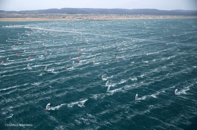 Über 1.200 Surfer am Start – irre! © windmag/defi wind