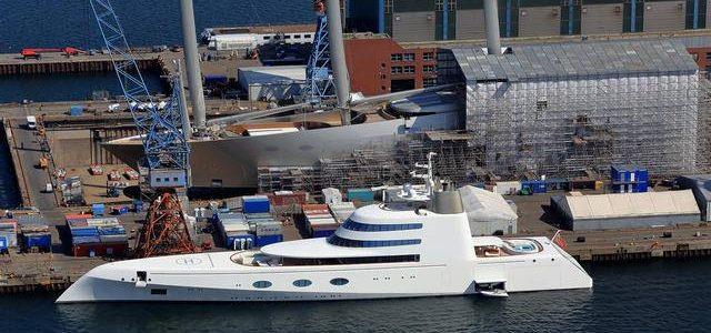 Motor Yacht A neben der Sailing Yacht A auf der Nobiskrug Werft in Kiel © Boat Int