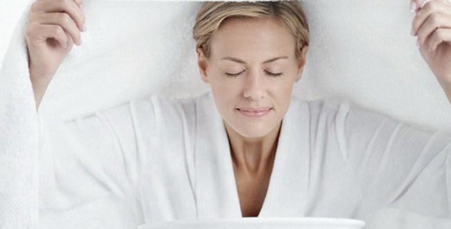 tip cantik alami - wajah berseri dengan terapi uap