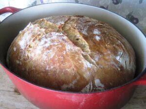 chleb bez wygniatania pieczony w garnku
