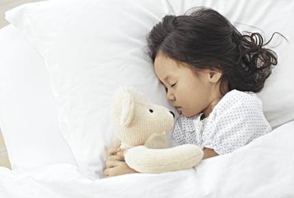 夜尿症とは?おねしょとは違うの?発達障害との関係は?原因や対処法、治療について紹介します