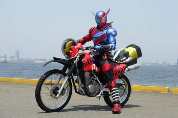 仮面ライダービルド バイク 乗っている