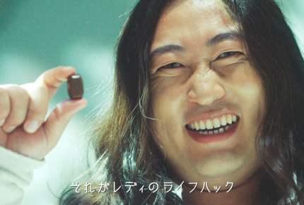 """ロバート秋山さんがカリスマアーティストになって主婦を応援!""""ズボラ""""を全面肯定した動画が秀逸"""