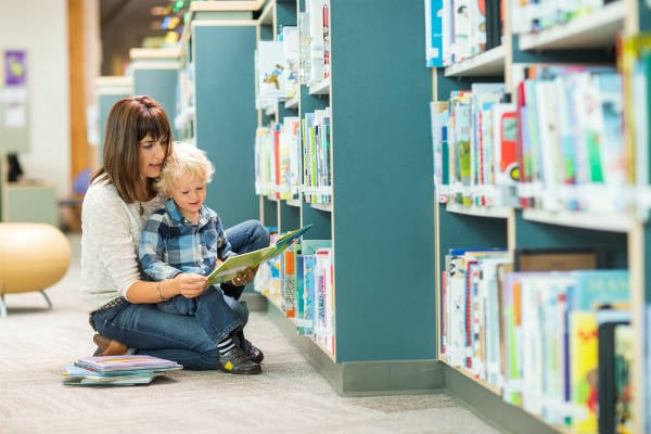 賢いママは図書館を利用している!子連れで気をつけるべきマナーは?