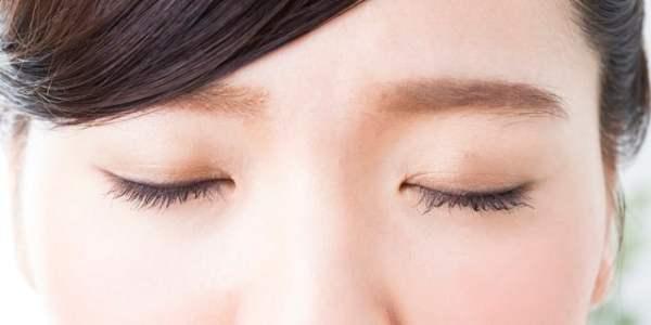 目のトラブルの原因になることも…危険な「逆さまつ毛」とは?