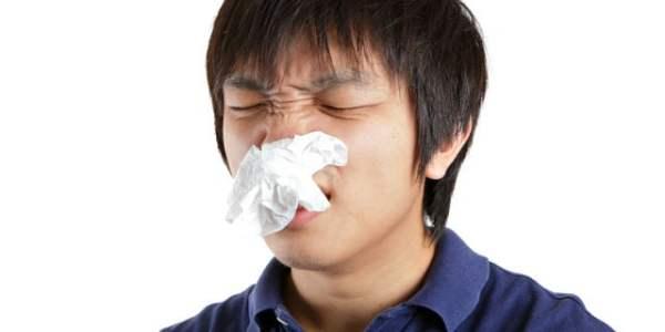 病気の可能性も!? 鼻をかむと鼻水に血が混じる人の原因と予防法