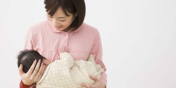 授乳中に赤ちゃんが乳首を噛む4つの理由 痛みを回避する対処法とは?