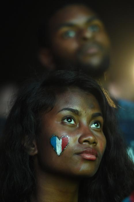 France supporters look on during the Euro 2016 final football match between Portugal and France at the Marseille Fan Zone, on July 10, 2016. / AFP PHOTO / BORIS HORVAT