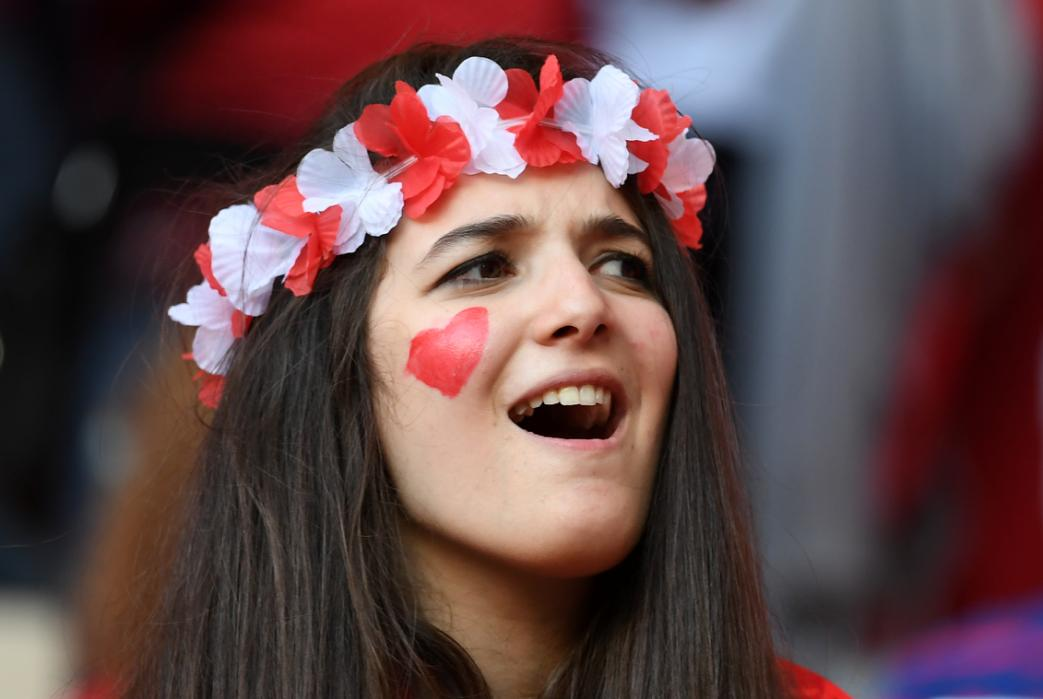 A supporter cheers prior to the Euro 2016 group D football match between Spain and Turkey at the Allianz Riviera stadium in Nice on June 17, 2016. / AFP PHOTO / BORIS HORVAT