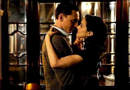 Tom Hiddleston und Rachel Weisz in 'The Deep Blue Sea' ©rialto