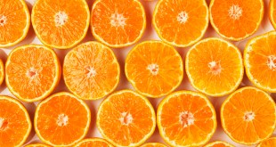 Fresh oranges --- Image by © Sprint/Corbis