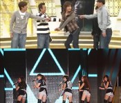 [Photo] Mister KimuTaku Doing the KARA Butt Dance?