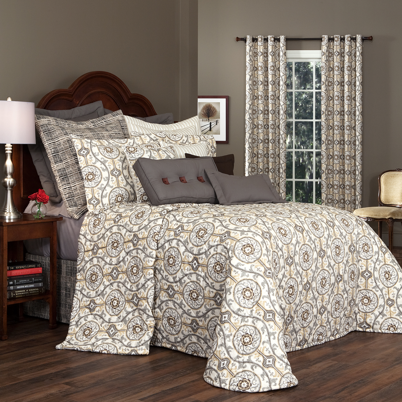 Soothing Bedspread Izmir By Thomasville 1 Oversized California King Bedspreads California King Coverlet Canada houzz 01 California King Bedspreads