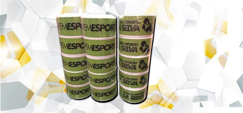 Serbloc diseñó y fabricó estas cintas de balizamiento para el Consell Esportiu de La Selva. Imagen negra sobre fondo verde.