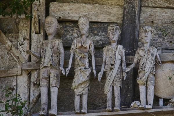 Los difuntos tallados en madera