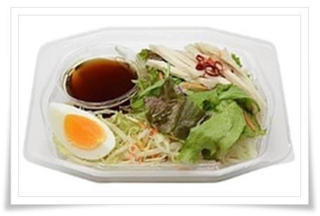 セブンイレブンなら夜食も!ダイエット中でもおすすめな激ウマ商品コンニャク麺と蒸し鶏のサラダ