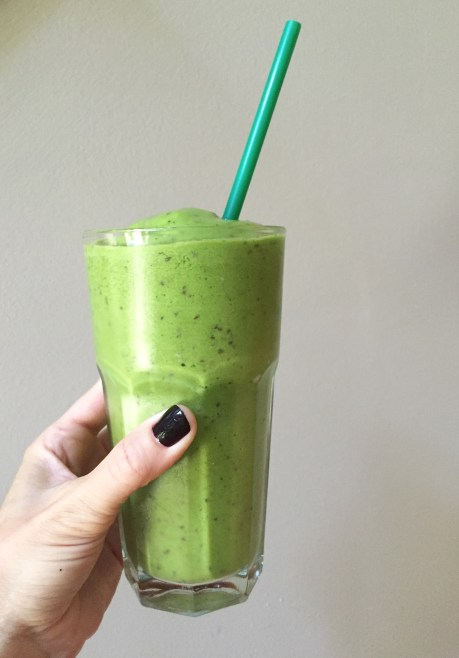 kale and fruit smoothie