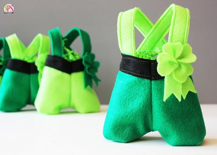 Felt-Leprechaun-Pant-Treat-Bags-6