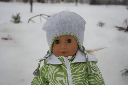 Tutorial: Winter hat with ear flaps for an American Girl doll