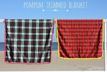 Tutorial: Pom pom trimmed flannel blanket