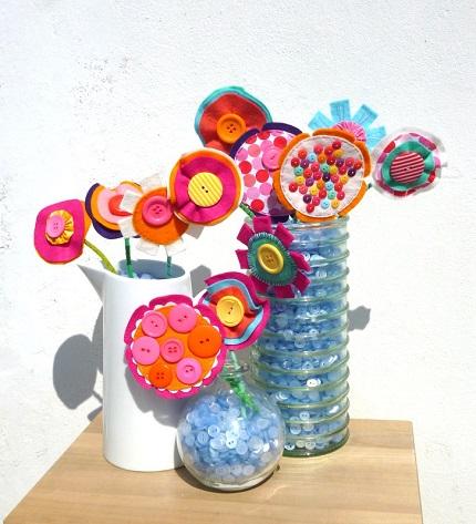 Tutorial: Fun felt and fabric flowers