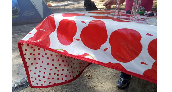 Tutorial: Double sided oilcloth picnic tablecloth