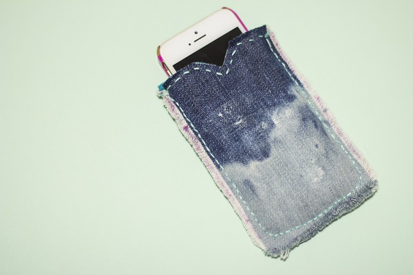 Tutorial: Upcycled denim and felt phone case
