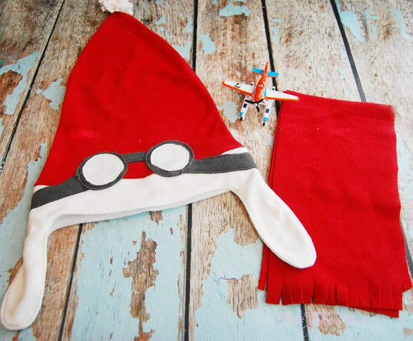 Free pattern: Aviator style Santa hat and scarf