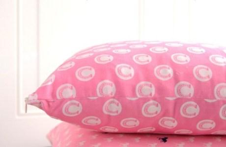 sew-a-pillow-with-a-zipper1-700x1050
