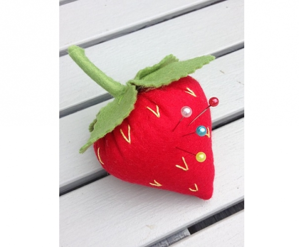 Tutorial: Sweet strawberry pincushion