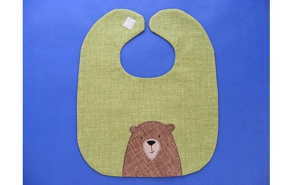 Free pattern: Adorable bear baby bib