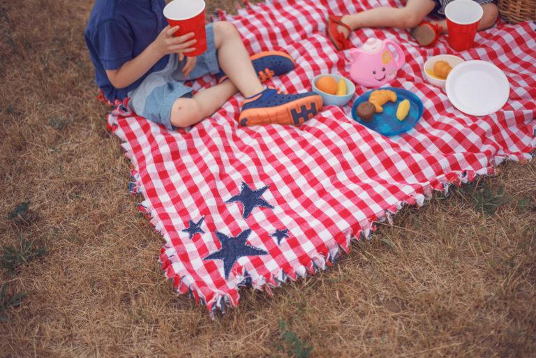 Tutorial: Frayed edge picnic blanket