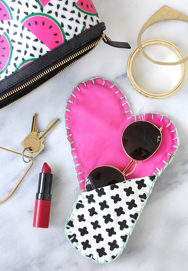 Free pattern: Hidden heart flap sunglasses case