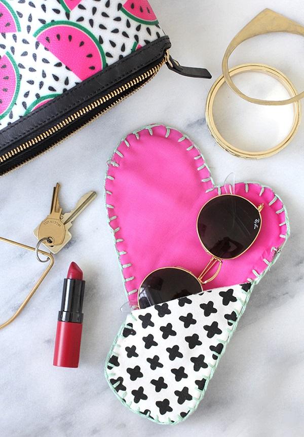 Free pattern: Hidden heart flap sunglasses case