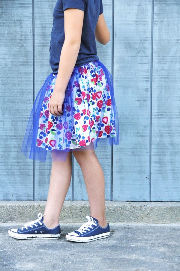 Tutorial: Gathered skirt with a tulle overlay