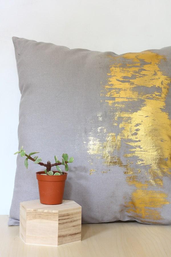 Tutorial: Gold foil brushstroke pillow
