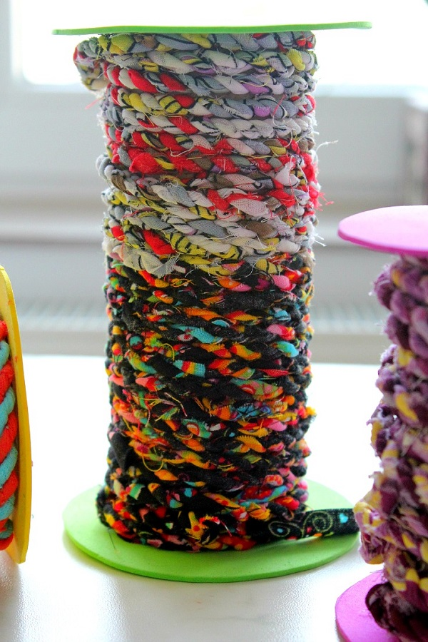 Tutorial: Twisted twine from your scrap fabrics