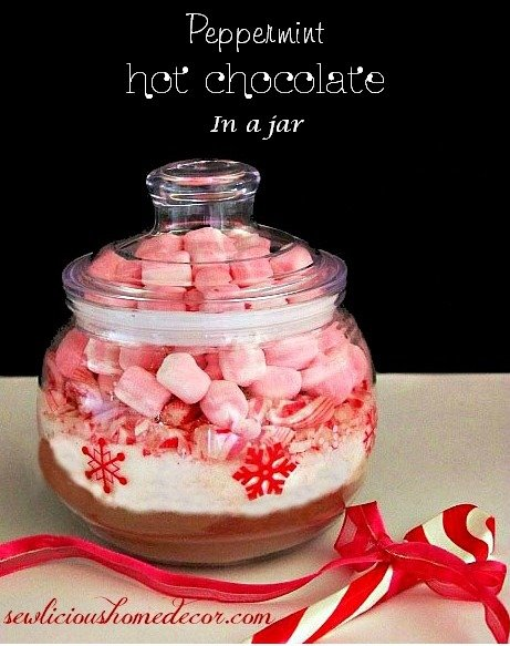 Peppermin Hot Chocolate in a jar at sewlicioushomedecor.com