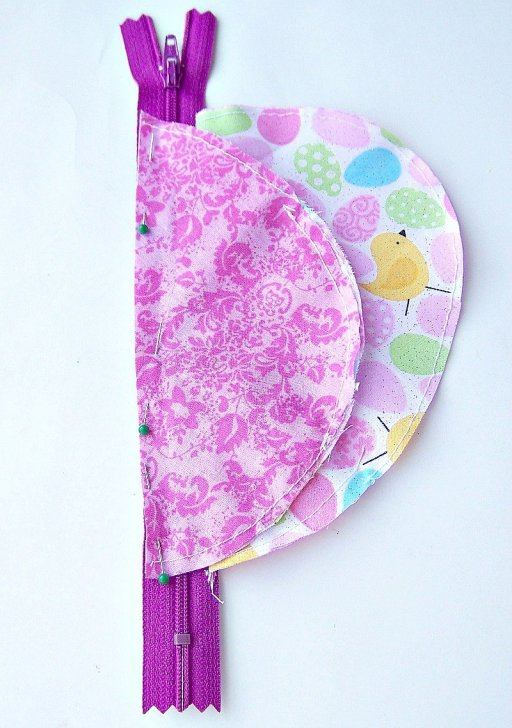 left on zipper Easter Egg Zipper Pouch with Key Holder Tutorial