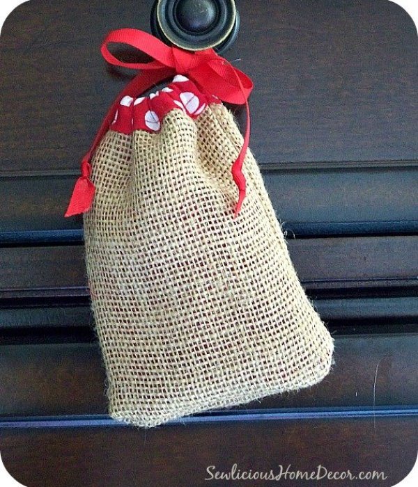 easydrawstringbagtutorial Easy Burlap Drawstring Bag Tutorial