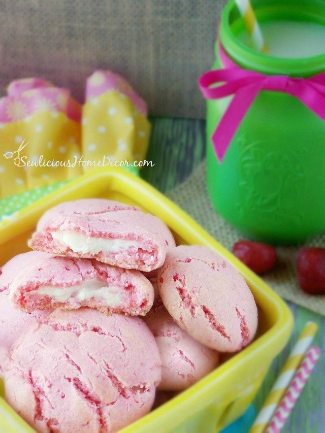 Strawberry Pudding Cheesecake Cookies