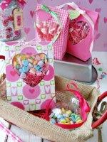 http://i1.wp.com/sewlicioushomedecor.com/wp-content/uploads/2015/01/Heart-Window-Valentine-Treat-Bags-at-sewlicioushomedecor.com_.jpg?fit=150%2C200
