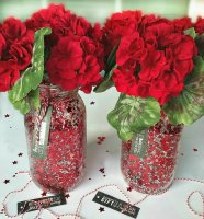 http://i1.wp.com/sewlicioushomedecor.com/wp-content/uploads/2016/01/Red-DIY-Confetti-Mason-Jar-Crafts.-They-make-great-gifts-for-any-home-sewlicioushomedecor.com_.jpg?fit=186%2C200