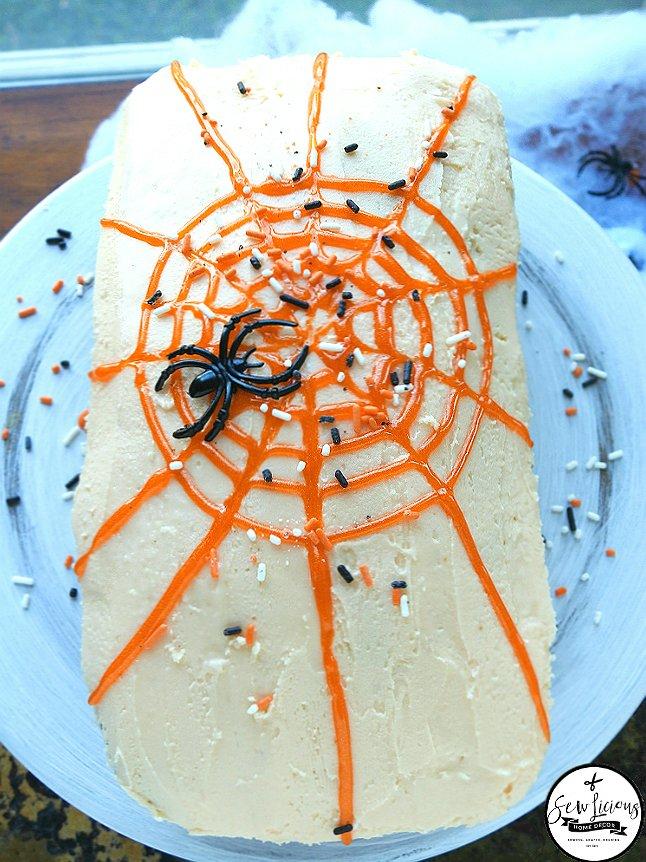 http://i1.wp.com/sewlicioushomedecor.com/wp-content/uploads/2016/10/Halloween-spiderweb-for-your-bread-loaf.sewlicioushomedecor.com_.jpg?fit=646%2C862