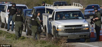 SWAT cops search cars Hwy 38 in Christopher Dorner manhunt 021213 by Reuters