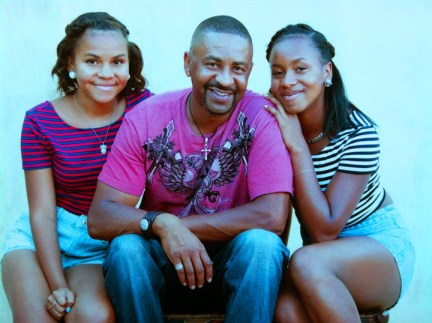 Ken Duncan Sr., twin daughters